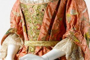 metropolitan museum of art, the peach mantua, the mantua project, what is a mantua, early 18th c dress, georgian costume, 18th c costume, museum costumes, the favourite style costume, mantua maker, mantua images, 1700s
