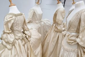 A study of the evolution of mantuas display - what is a mantua by TGCC